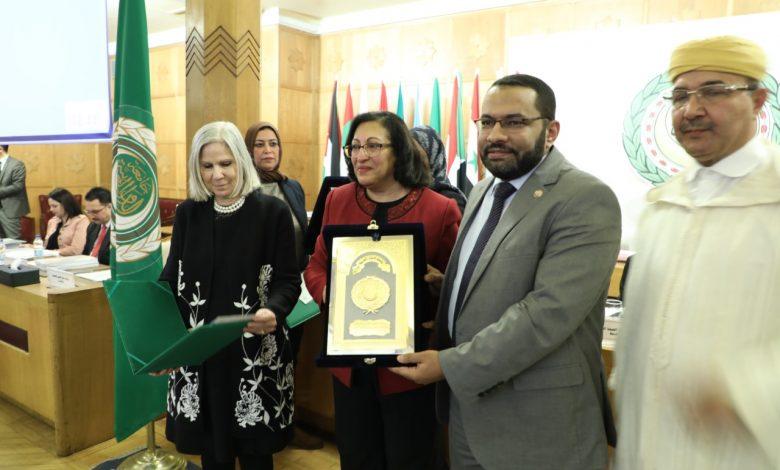 لدكتور-محمد-حساني،-مساعد-وزيرة-الصحةيتسلم-الجائزة