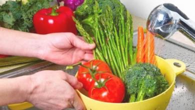 Photo of لمواجهة فيروس كورونا.. إليكِ الطريقة الصحيحة لتعقيم الخضراوات