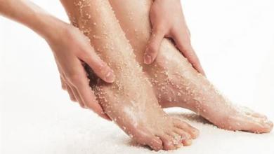 Photo of نظافة وجمال.. 4 وصفات لتقشير القدمين بالمنزل