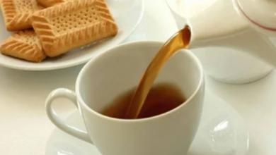 Photo of استشاري يحذر من تناول البسكويت بالشاي