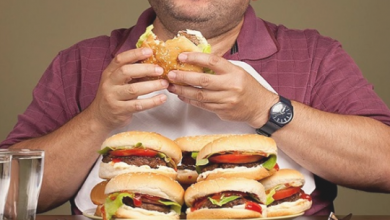 Photo of كيف تسيطر على شراهة الأكل بسبب التوتر؟